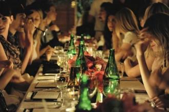 friends-dinner-indulgence-glamour.com