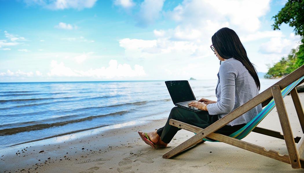 woman-laptop-beach