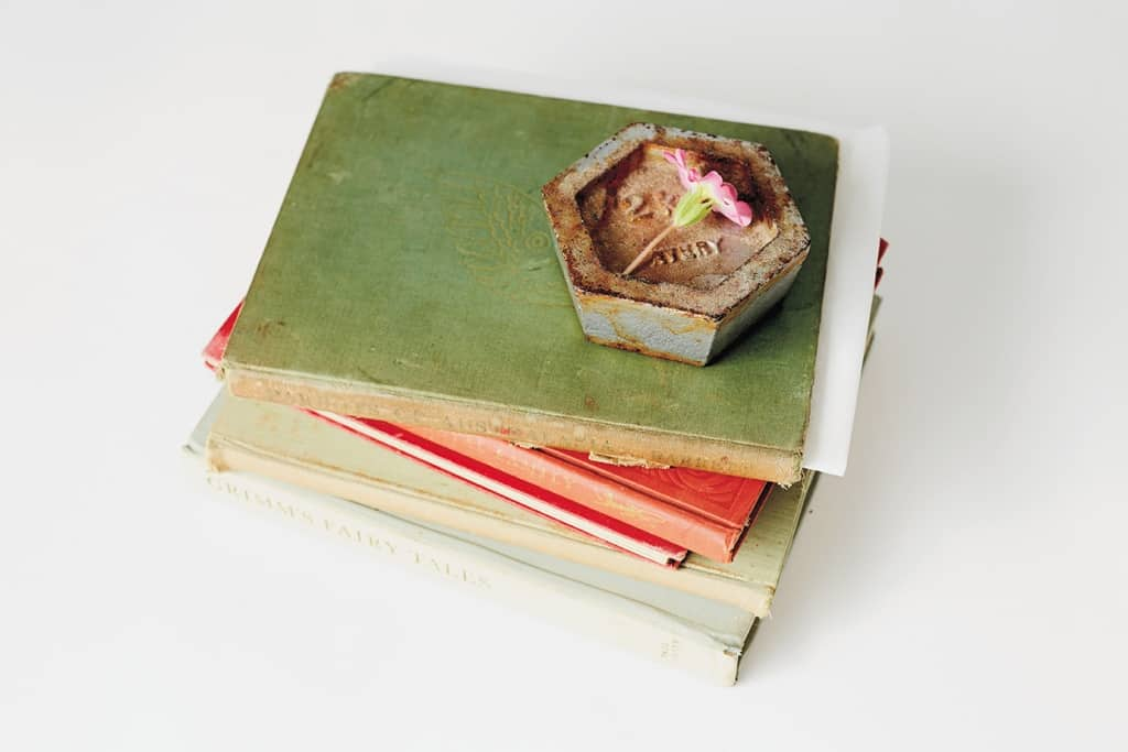 Image of weighted object on books